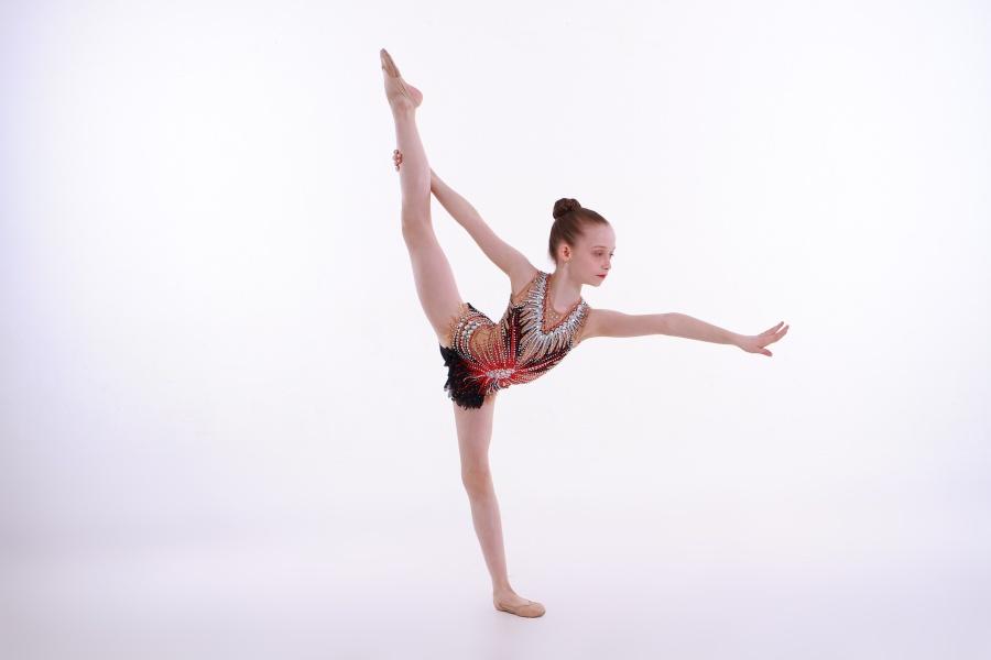 gimnastyczka w pozie równoważnej