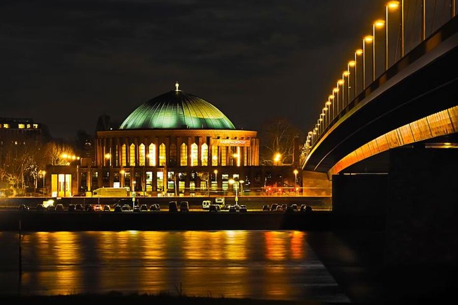 Na zdjęciu widać całą architekturę gmachu Royal Albert Hall w Londynie