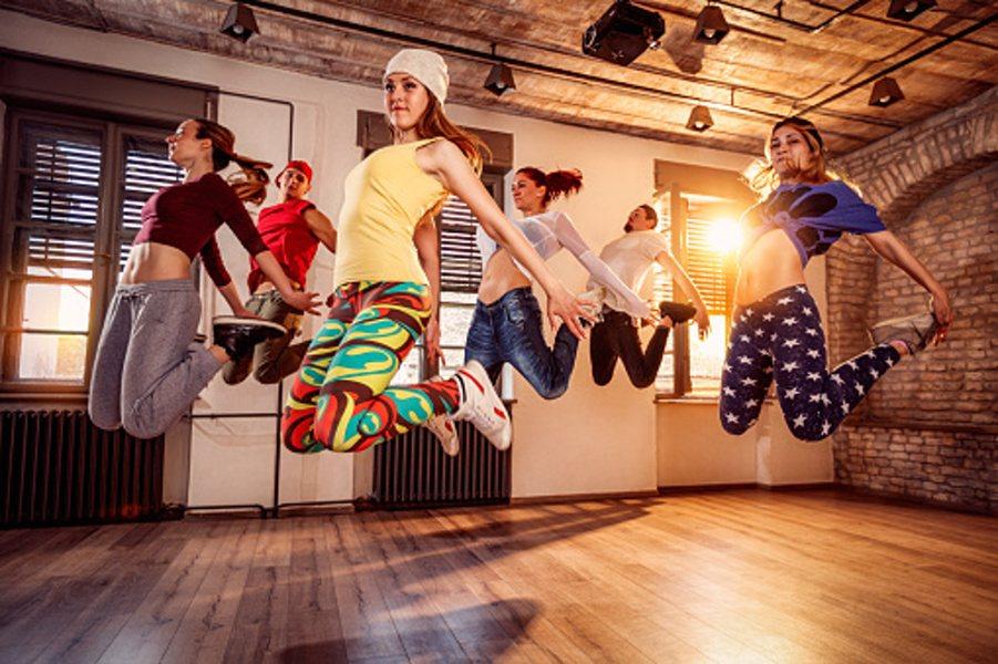 skaczące dzieci