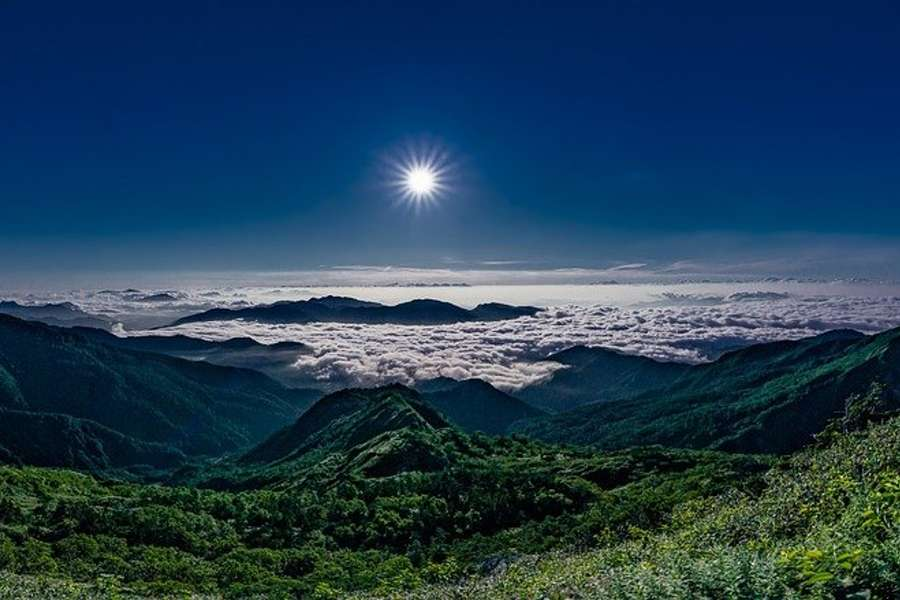 zdjęcie przedstawia krajobraz górski Japonii.