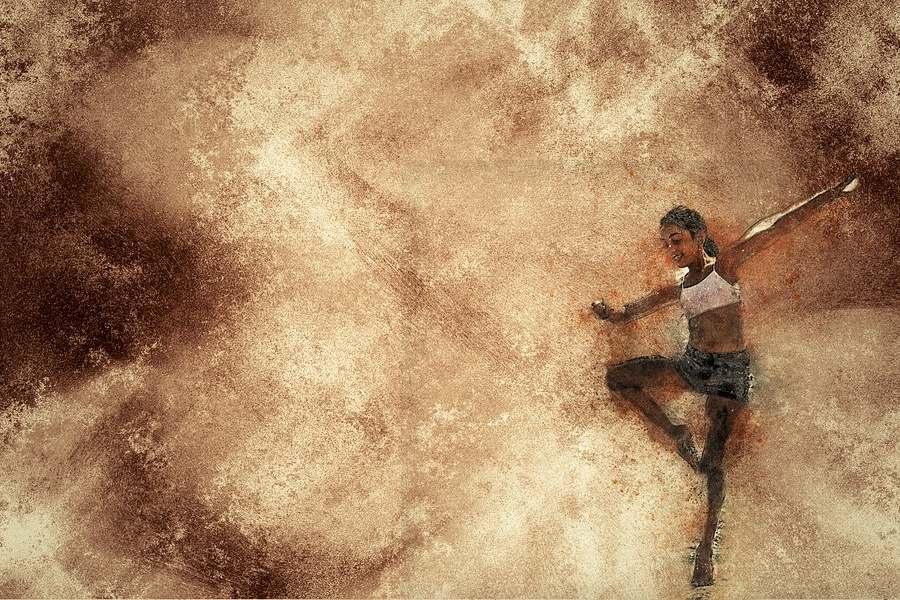 grafika przedstawia tancerkę stojącą na jednej nodze, druga noga przyciągniętą do kolana, ręce otwarte do boku.