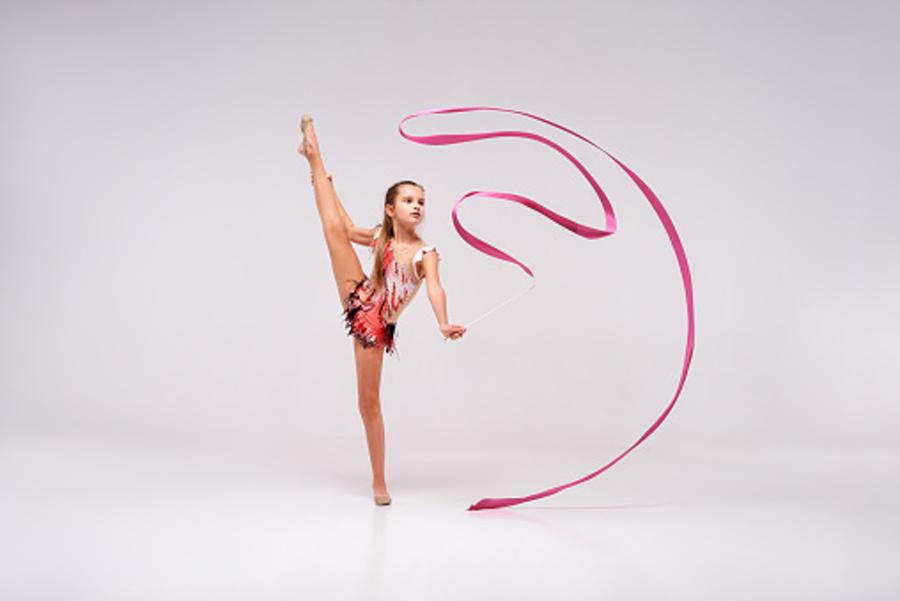 gimnastyczka z szarfą
