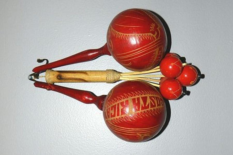 instrument o nazwie marakasy