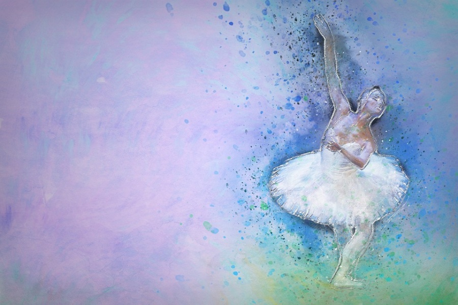 Zdjęcie przedstawia postać baletnicy w białym kostiumie na niebieskim tle.