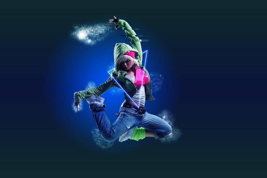 dziewczynka w tanecznym wyskoku