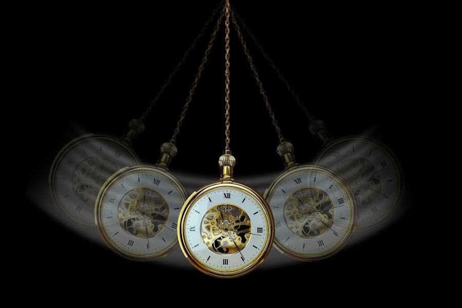 zegarek kieszonkowy w ruchu wahadłowym