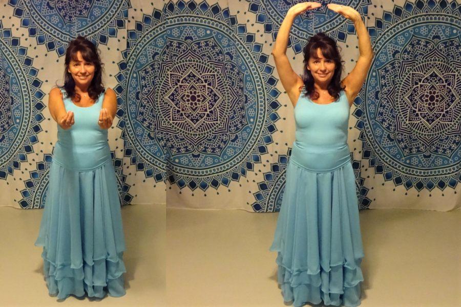 Kobieta ubrana w turkusową, długą suknię pokazuje różne ustawienia rąk.