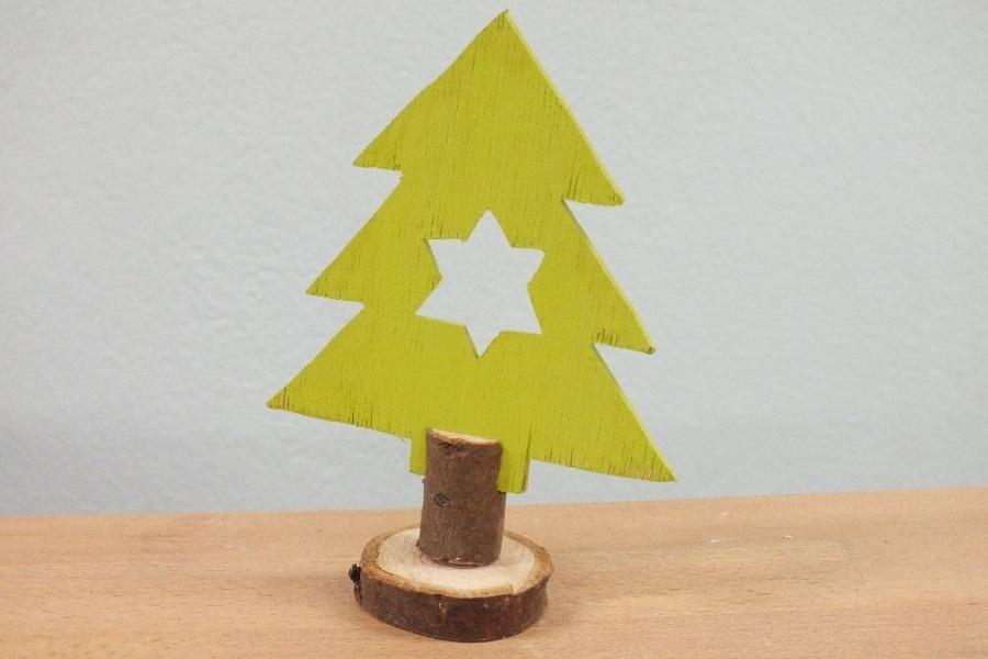 model drewnianej choinki
