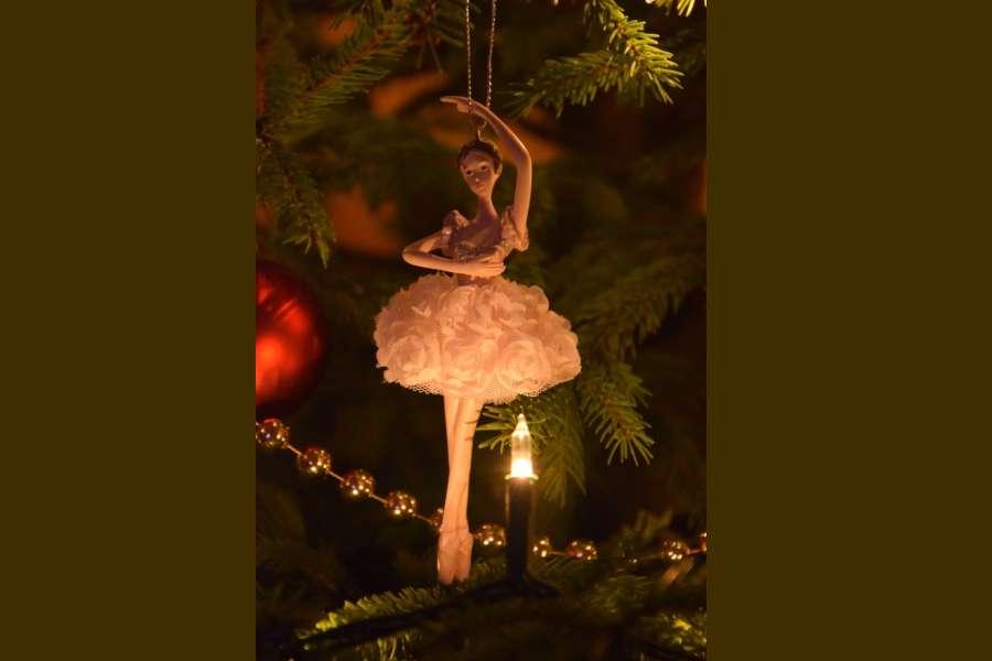 figurka baletnicy zawieszona na choince