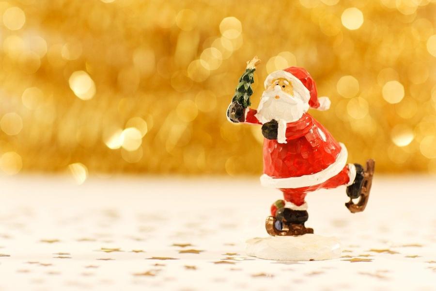 figurka Mikołaja na łyżwach