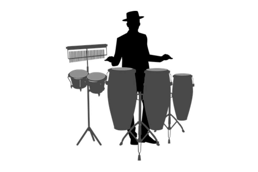 Czarno biały rysunek przedstawia perkusistę grającego na congach i bongosach