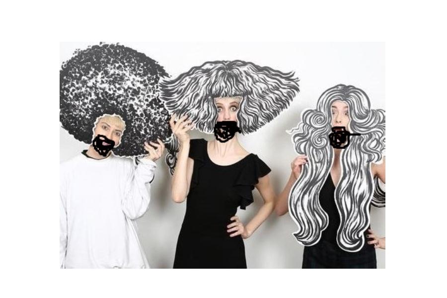 trzy kobiet z fryzurami zrobionymi z papieru