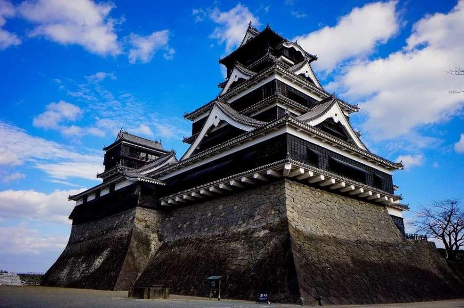 zdjęcie przedstawia zamek japoński.