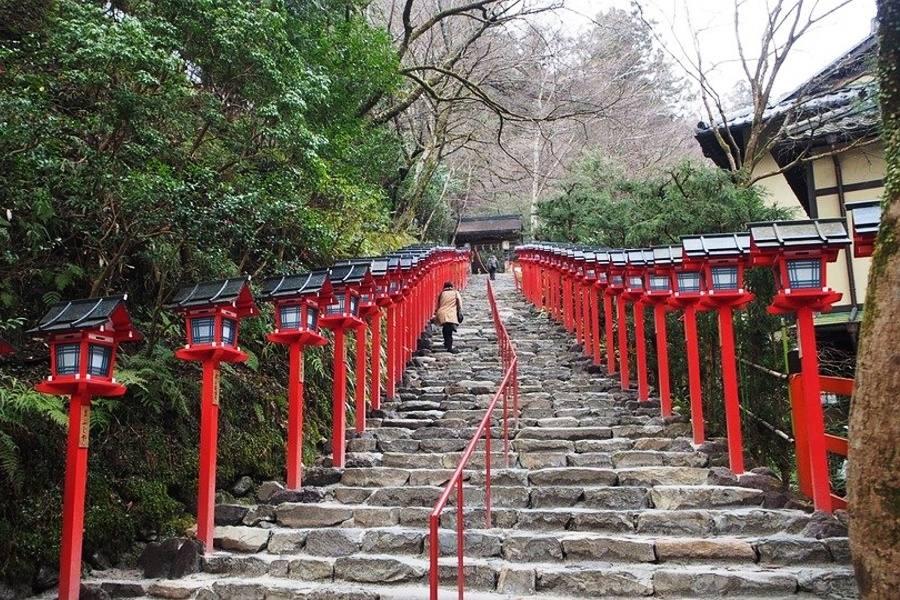 schody prowadzące do swiatyni