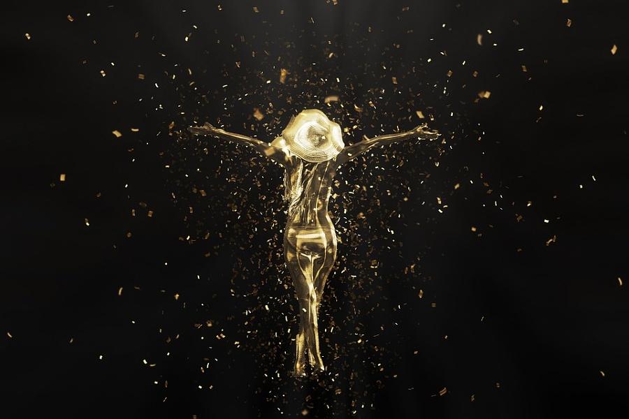 Zdjęcie przedstawia wirtualną postać kobiety stojącej tyłem w kapeluszu z rękoma otwartymi do boku w kolorystyce złota.
