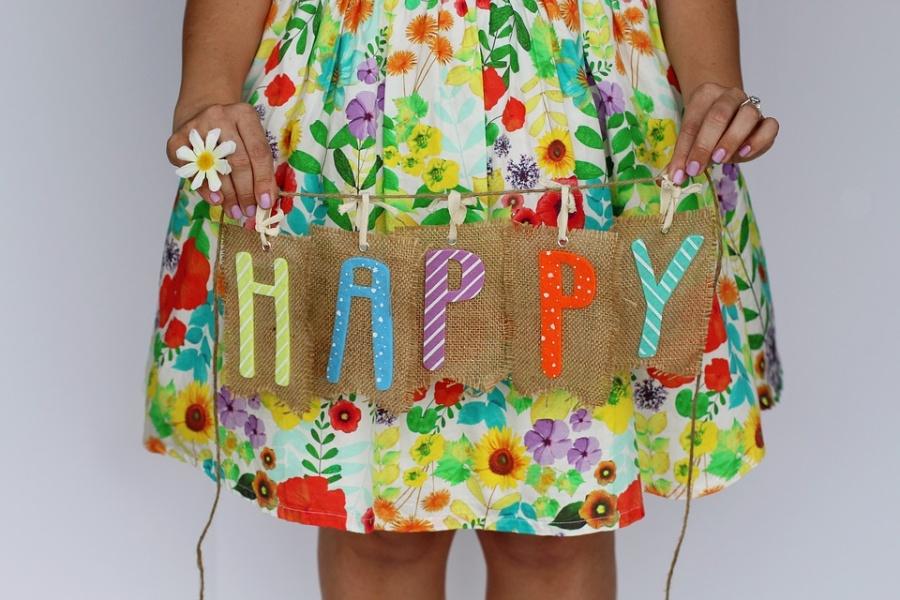 dół sukienki w kwiatki